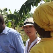 Hallo Besuch einer Bäuerin, die Flona Commodities mit Obst beliefert