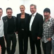 Hallo mit Bundespräsident Wulff und Frau Bettina backstage mit U2