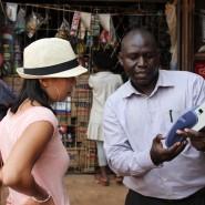 Hallo Besuch eines Wasserkiosks in Kampala